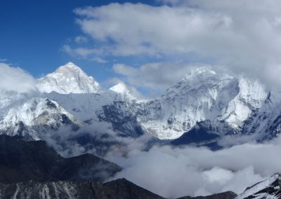 Stunning-views-of-Makalu-left-5th-highest-mountain-in-the-world-from-the-Kongma-La Pass