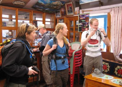 Setting off from the tea house in Monjo