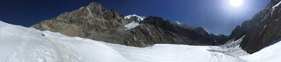 The glacial crossing leading to the Cho-La Pass - ahead to the left and return to Dzonghla to the right